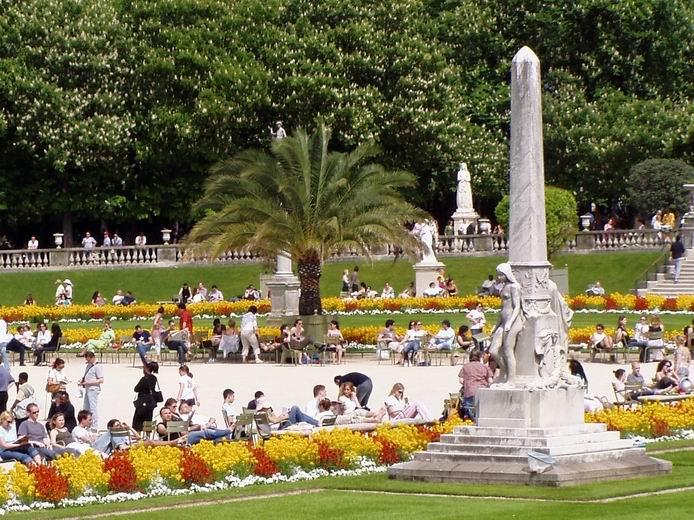 باريس بلد الجمال والنور  Dalou